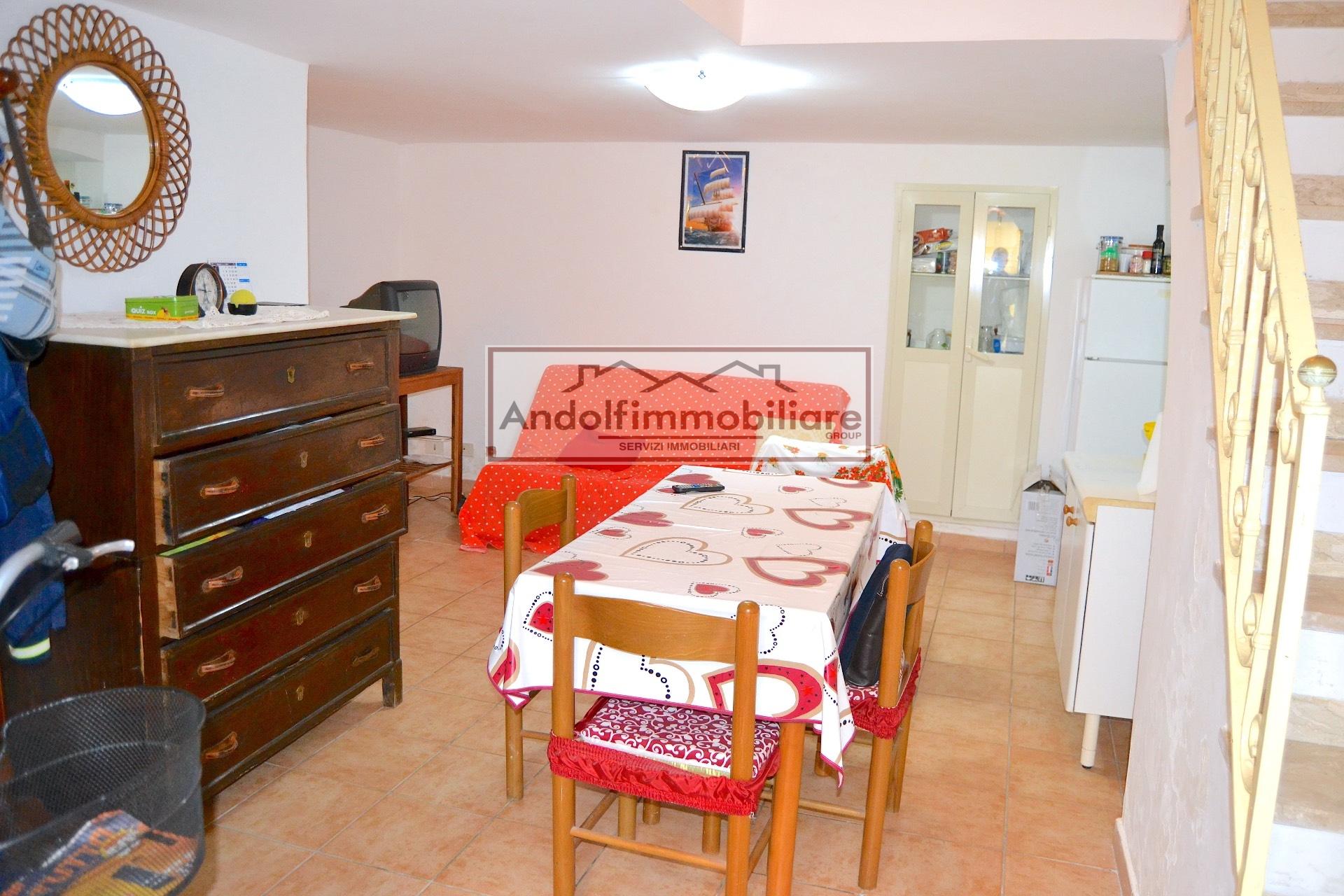 Gaeta, Vico Lungomare Caboto appartamento luminoso soppalcato in vendita.