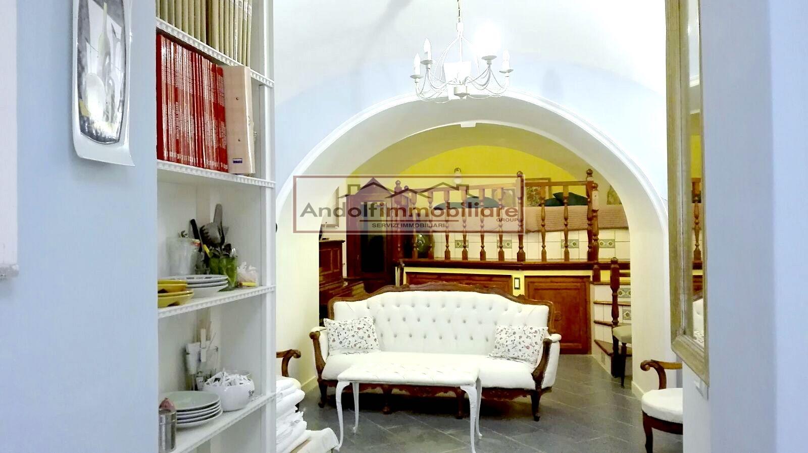 Gaeta Medievale Alta. Appartamento con relativa attività di affittacamere in Vendita a Gaeta.