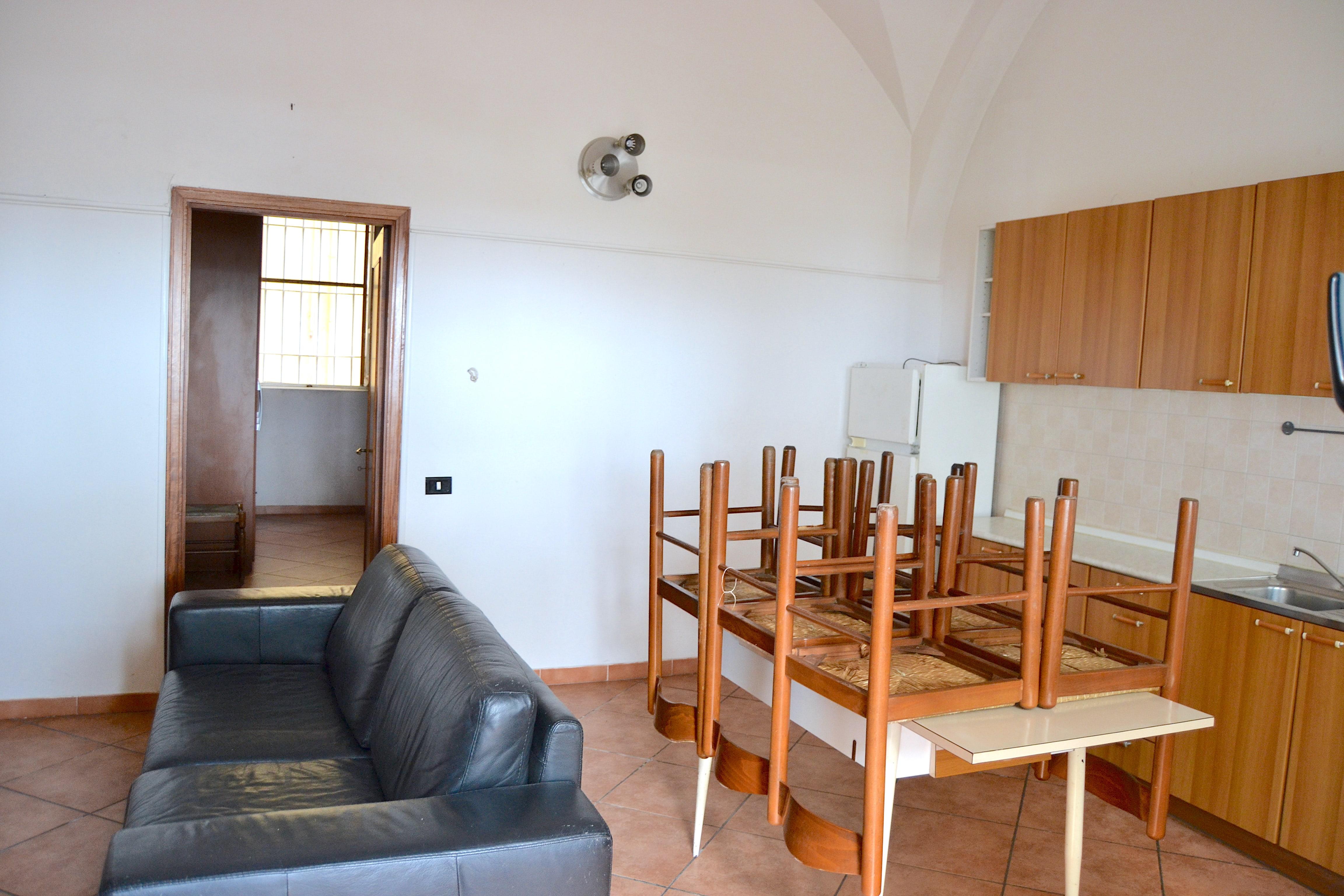 Gaeta Lungomare Giovanni Caboto. Appartamento con ingresso indipendente e terrazzino antistante in vendita a Gaeta.