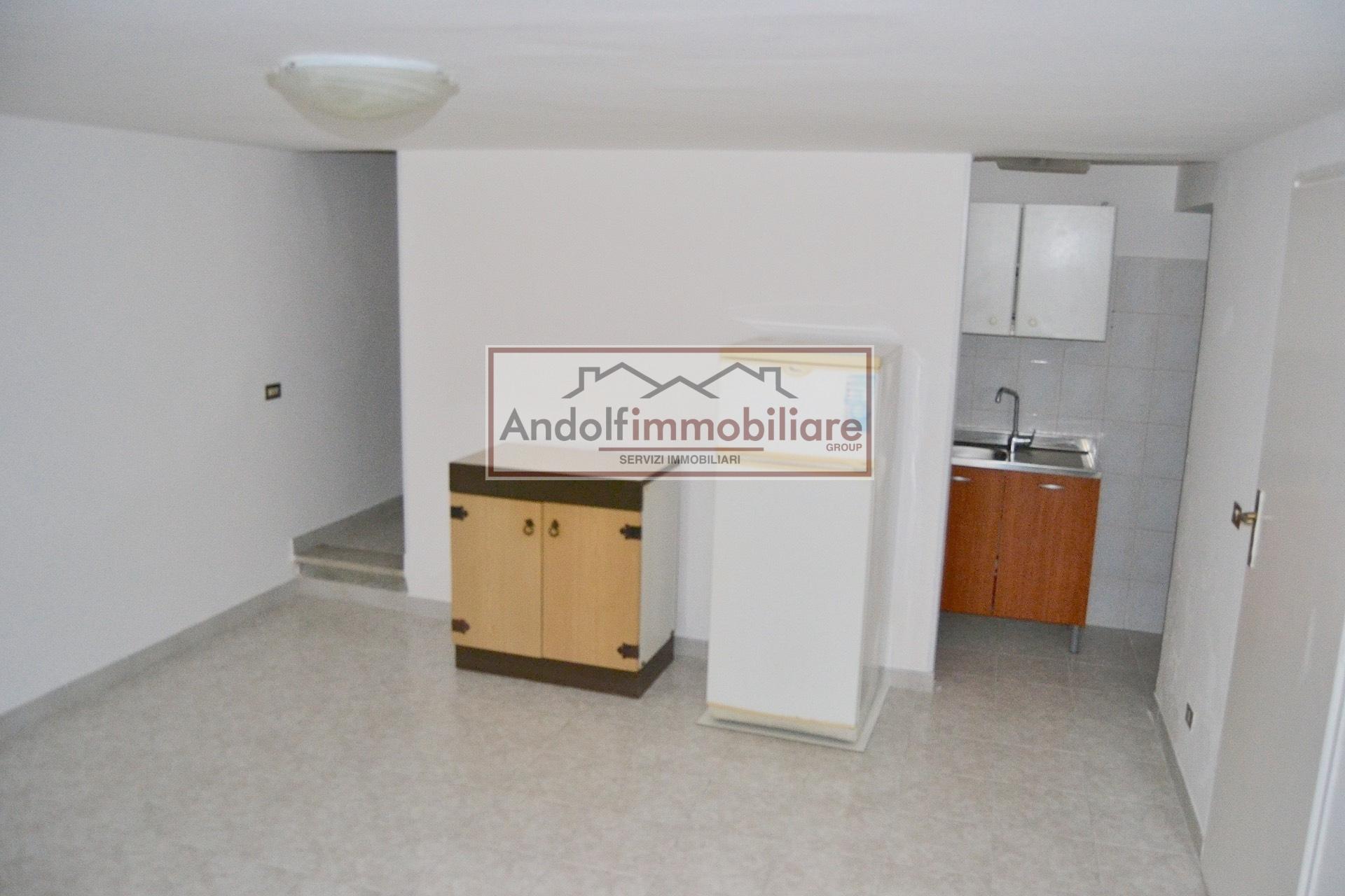 Gaeta Vico centrale Lungomare Caboto. Appartamento su 2 piani in Vendita a Gaeta.