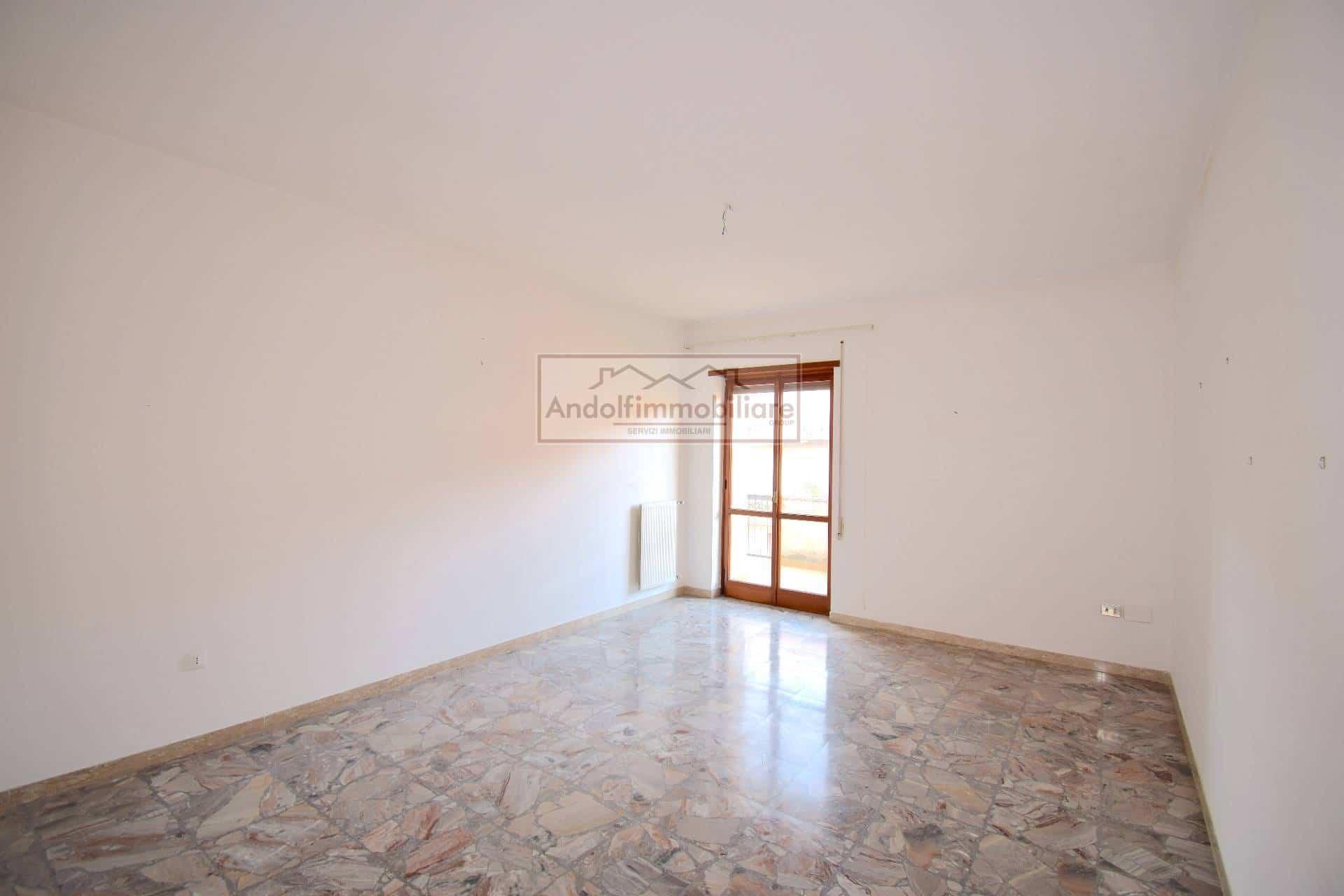 Fondi Via Ponchielli. Ampio appartamento in Vendita a Fondi.