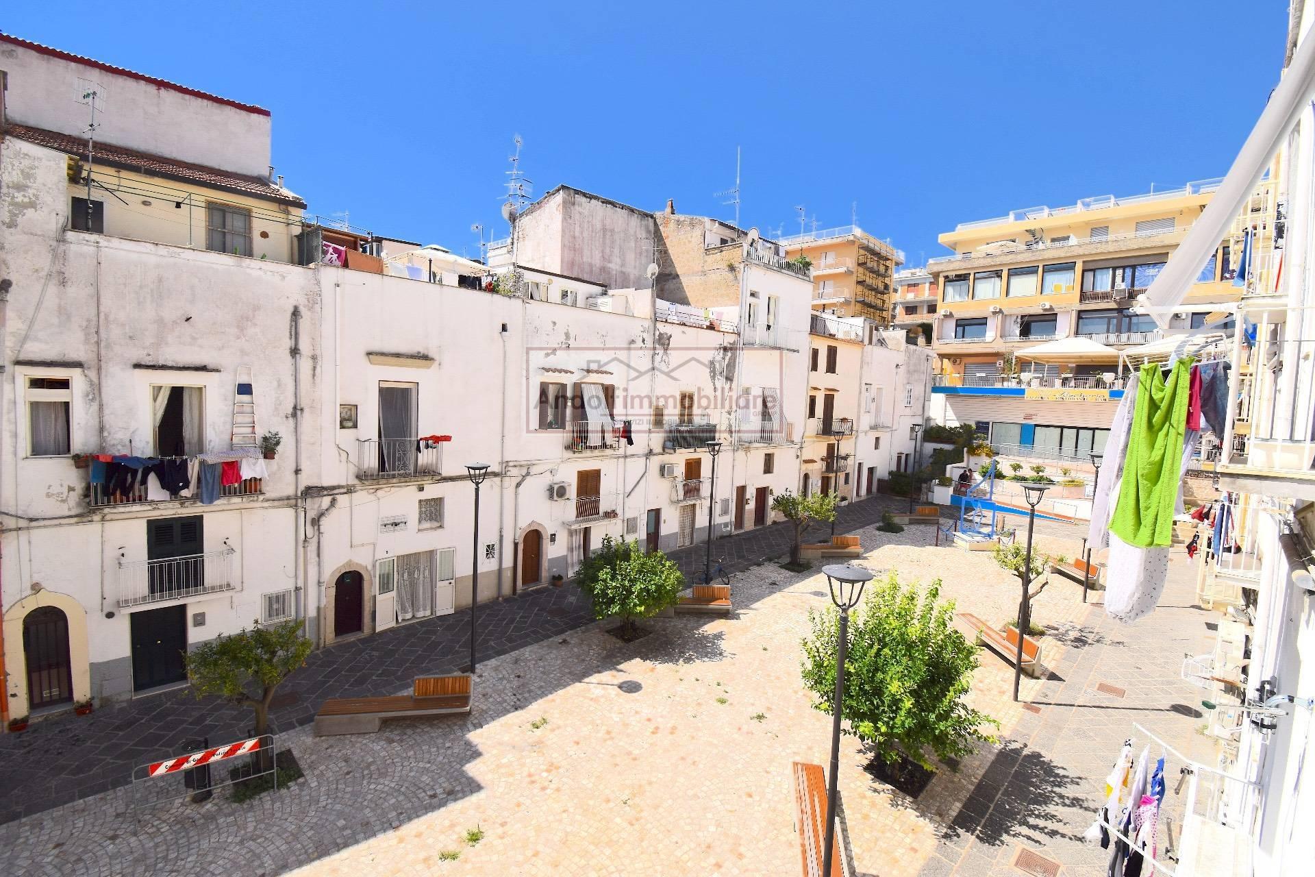 Gaeta Piazza Capodanno. Monolocale in Vendita con metà terrazzo in comproprietà in Vendita a Gaeta.