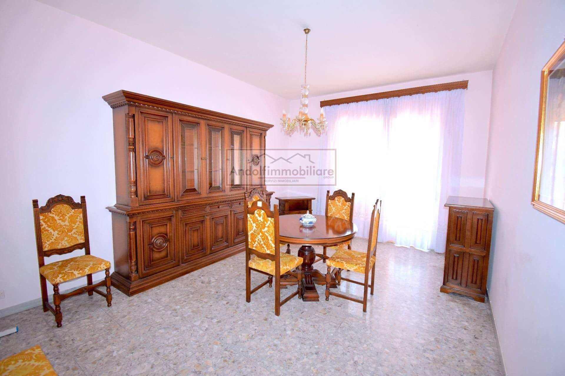 Gaeta Via Europa. Appartamento zona Centrale in vendita a Gaeta.