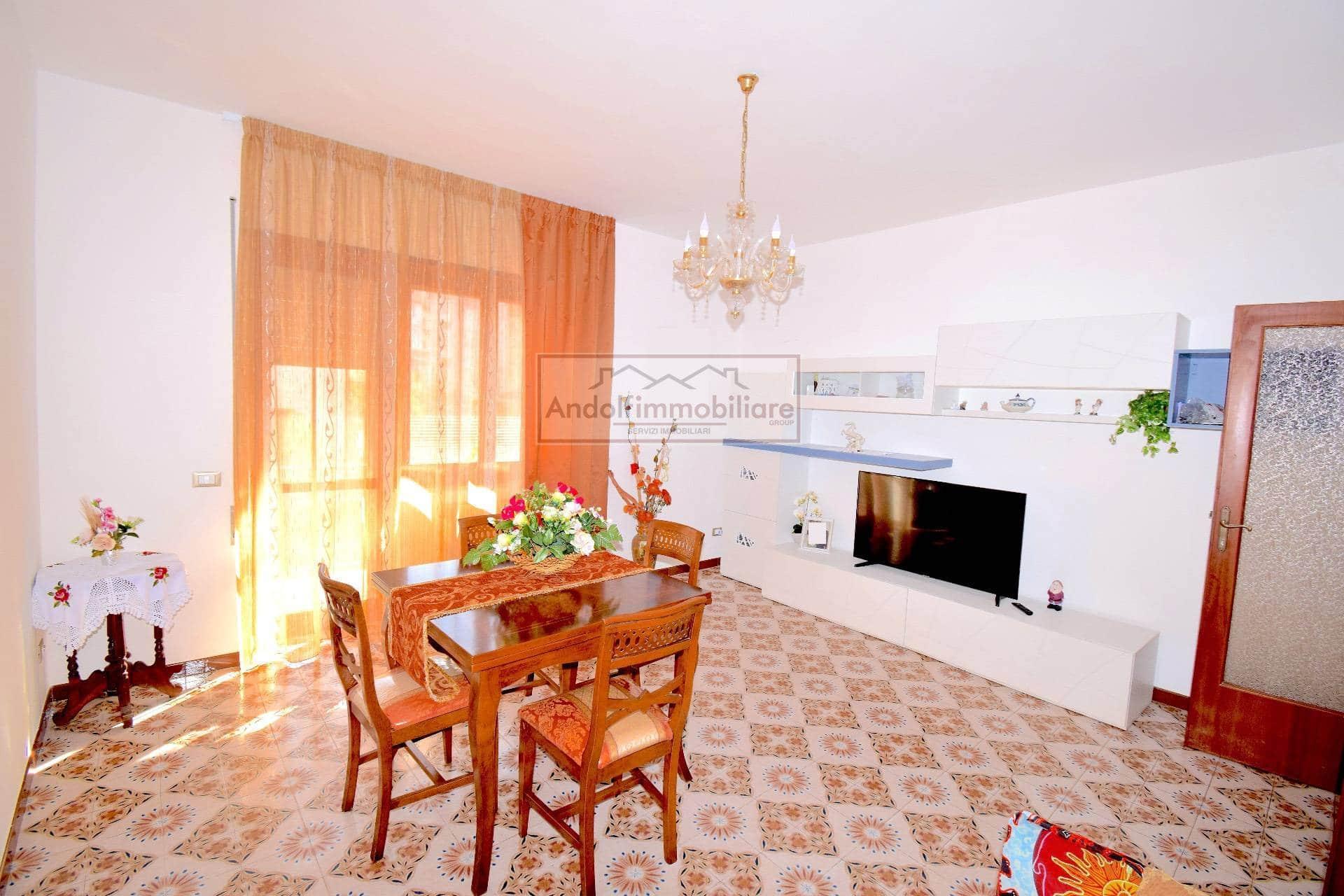 Itri zona centrale. Appartamento con garage in Vendita a Itri.