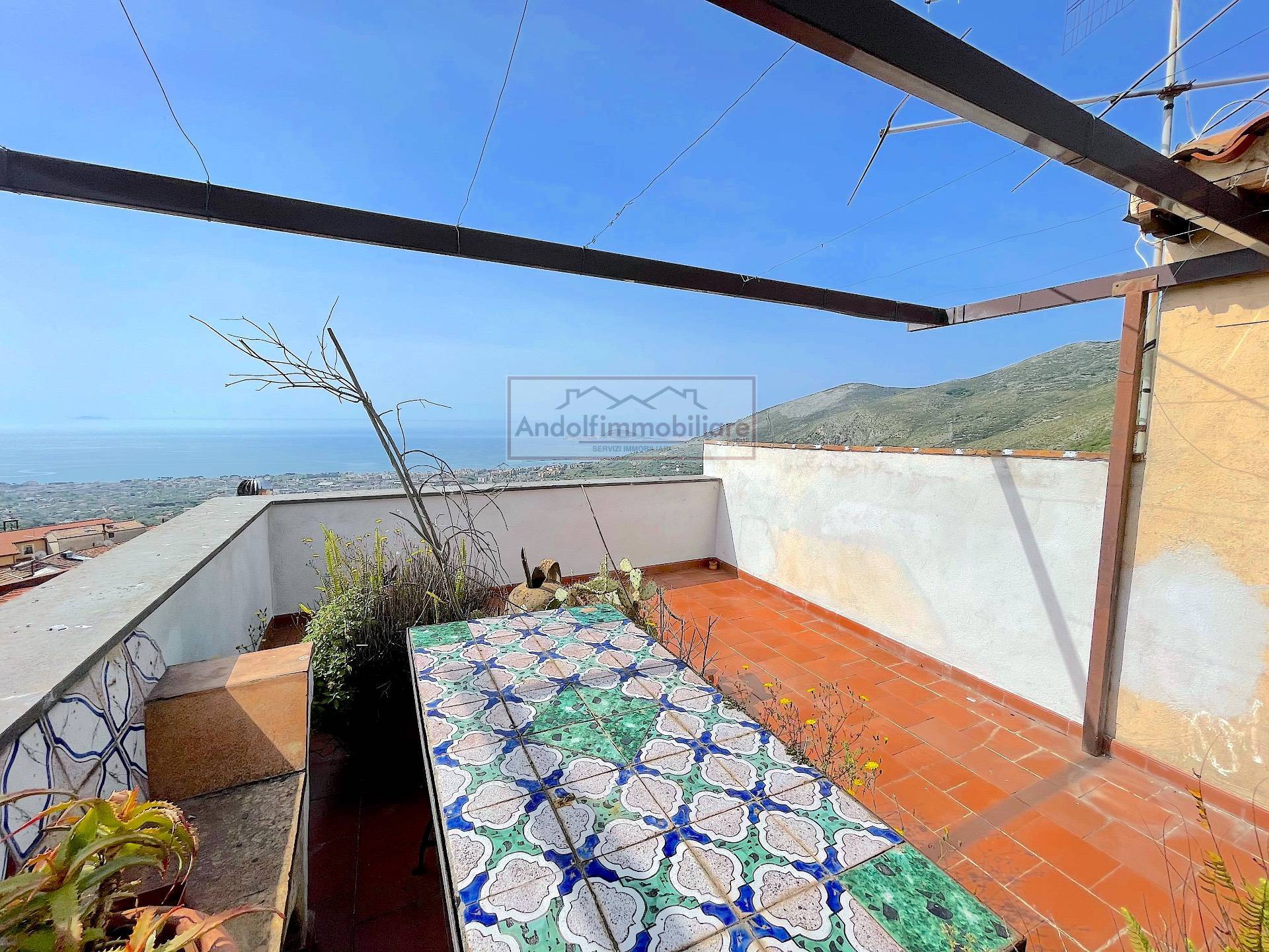 Formia fraz. Maranola. Immobile indipendente con terrazzo super panoramico in Vendita a Formia.