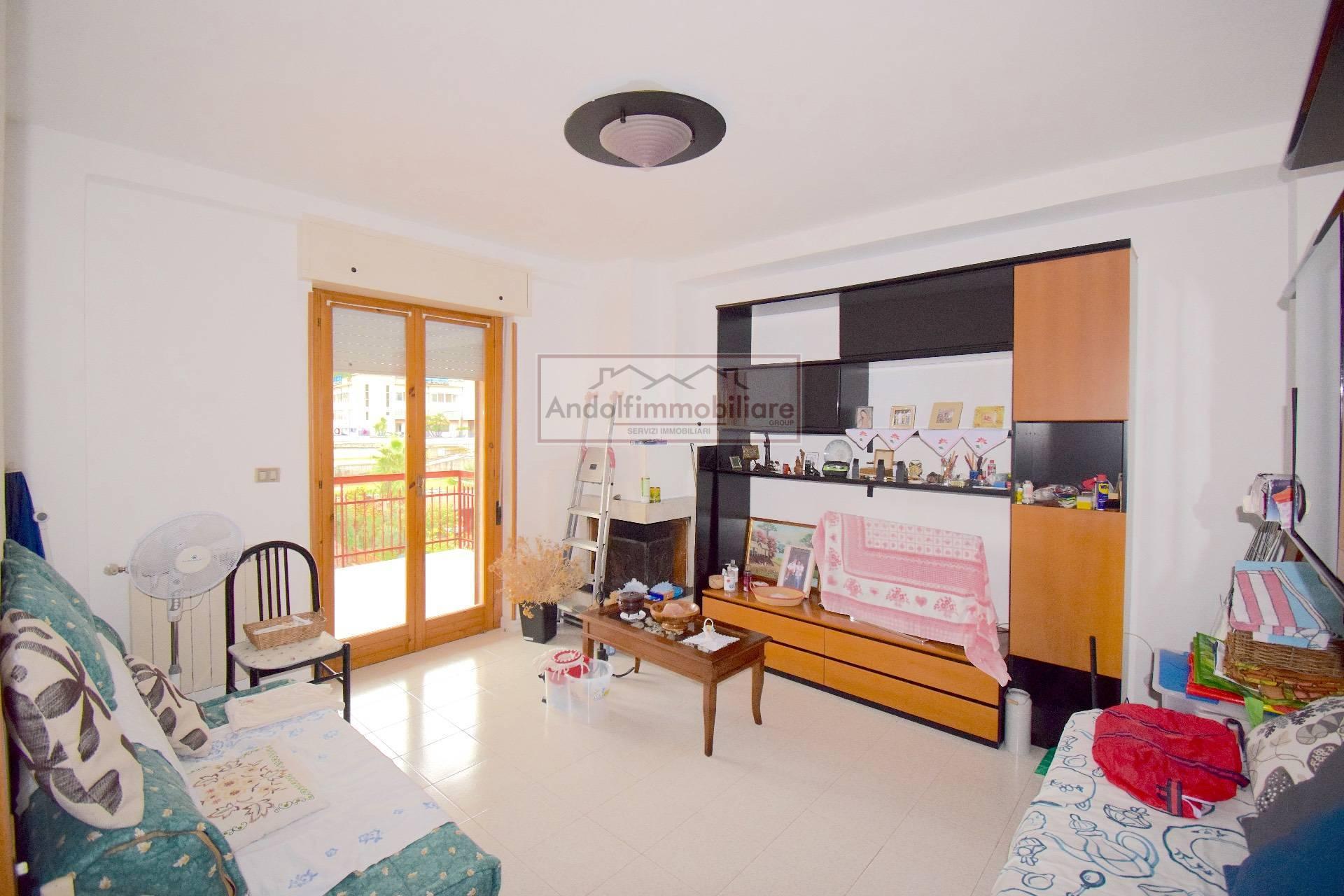 Itri zona Semi centrale. Appartamento con terrazzo e garage in vendita a Itri.